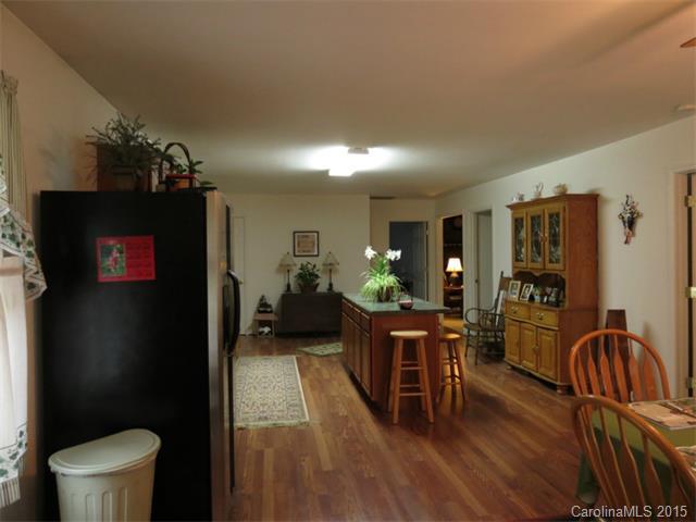 8500 Pine Cir, Charlotte NC 28215