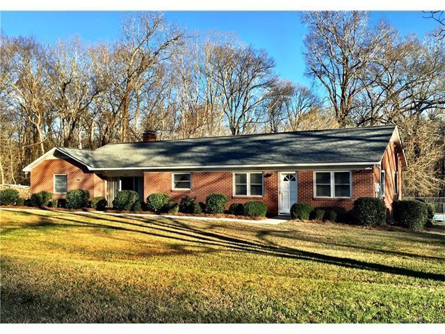 8534 Pine Cir, Charlotte NC 28215