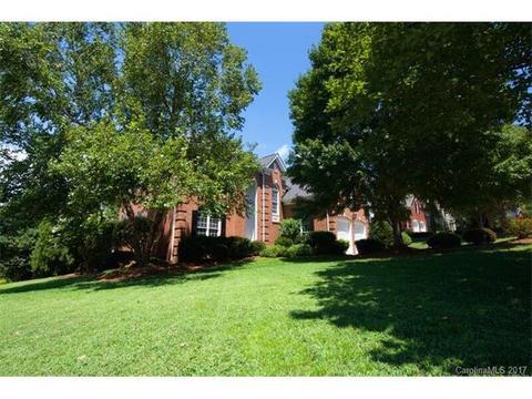 4032 Cambridge Hill Ln #26, Charlotte, NC 28270