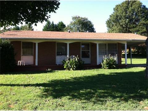 724 Pine Cir, Statesville, NC 28677