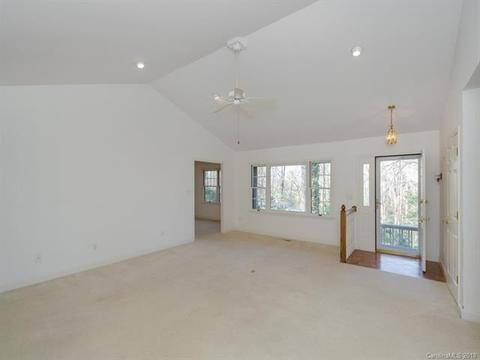157 Rugby Hollow Dr, Hendersonville, NC (24 Photos) MLS# 3369009 ...