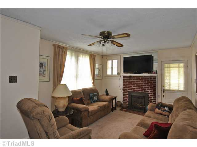 902 W Clemmonsville Rd, Winston Salem NC 27127