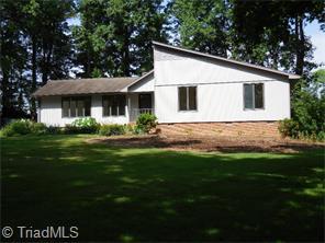2203 Fox Glen Dr, Greensboro, NC