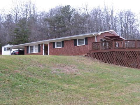 520 Deer Haven Ln, Stuart, VA 24171