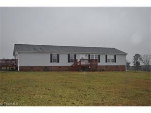1048 Shady Grove Acres Dr, East Bend, NC