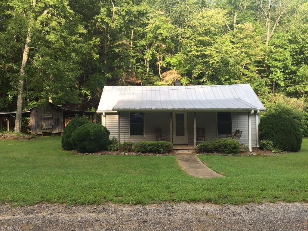 842 Sandy Creek Lane, Stuart, VA 24171
