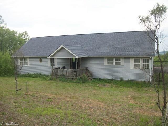 94 County Top Ln, Fancy Gap, VA 24328
