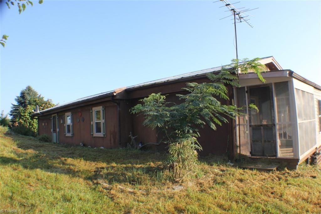 76 Apple Tree Lane, Woodlawn, VA 24318