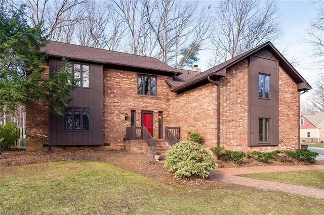 305 Falling Leaf LnGreensboro, NC 27410