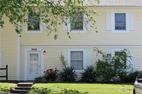 Terrific 5727 Bramblegate Rd B Greensboro Nc 27409 Home Interior And Landscaping Ologienasavecom