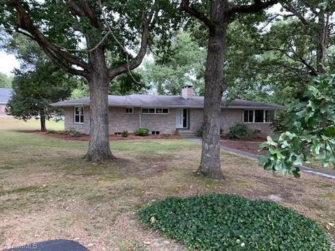 1023 W Holly Hill Rd Thomasville Nc 27360 29 Photos