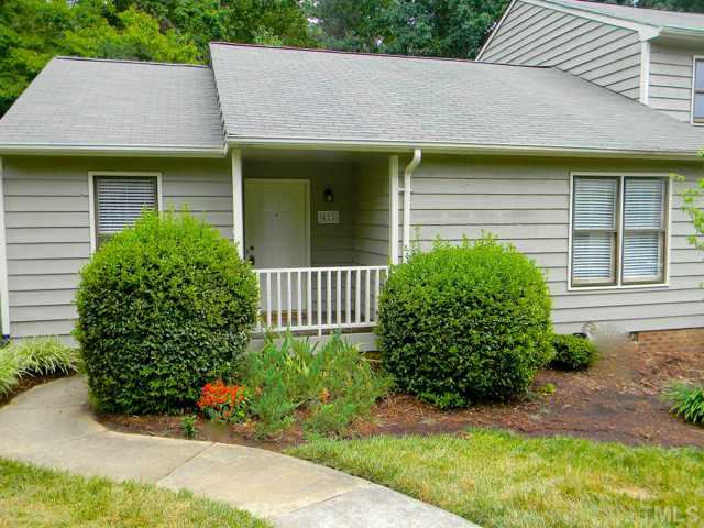 422 Applecross Dr, Cary, NC