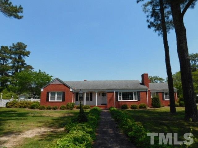 600 W Harnett St, Benson, NC