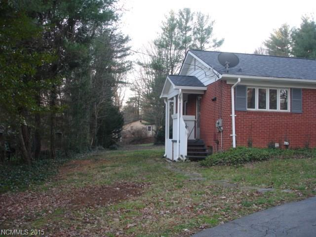 14 Lake Rugby Dr, Hendersonville NC 28791
