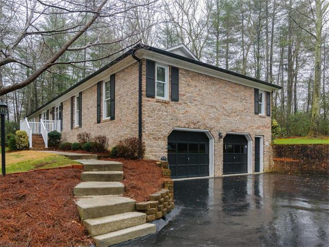 12 Foxhorn Ct, Hendersonville NC 28791