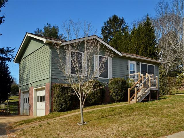 15 Cresthaven Dr, Clyde NC 28721