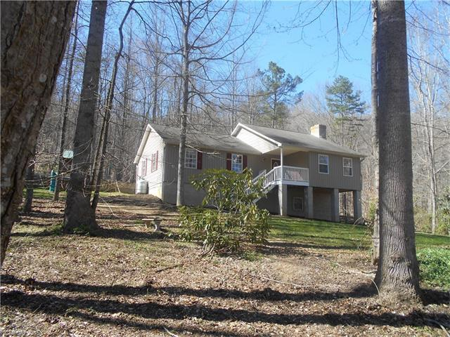 586 Reeves Cove Rd, Candler, NC