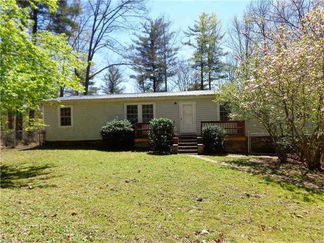5 Country Rd, Hendersonville NC 28791
