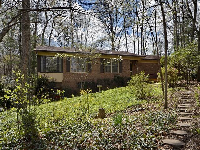 407 Deerhaven Ln, Hendersonville NC 28791