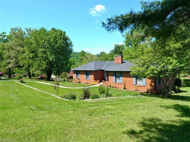 119 Hawthorn Dr, Hendersonville NC 28791