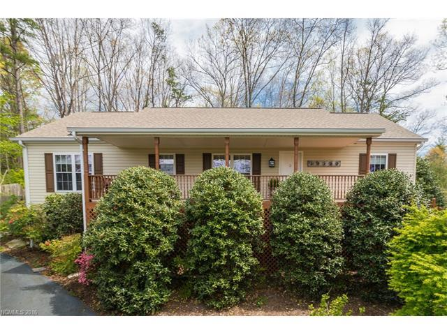 2 Country Rd, Hendersonville NC 28791