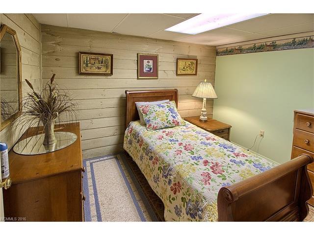 4545 Sunset Ridge Dr, Columbus NC 28722