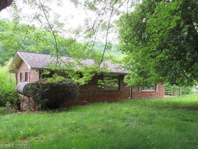 1471 Mckinney Cove Rd Bakersville, NC 28705