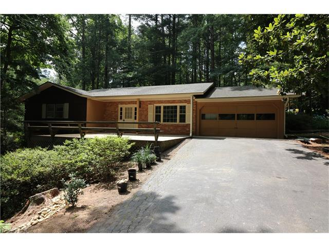 915 Toxaway Dr Hendersonville, NC 28791