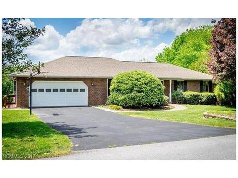 124 Mountain Valley DrHendersonville, NC 28739