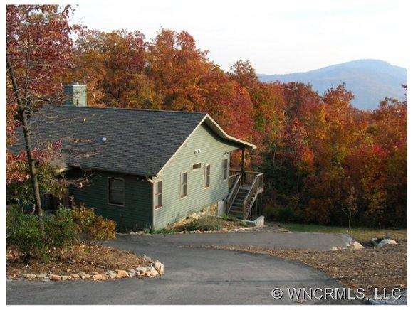 27 Autumn View Dr, Hendersonville, NC