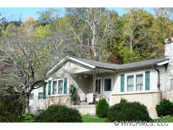 73 W Foothills Dr, Lake Toxaway, NC 28747