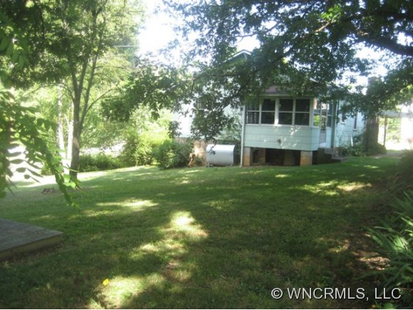 72 Anderson St, Mars Hill NC 28754