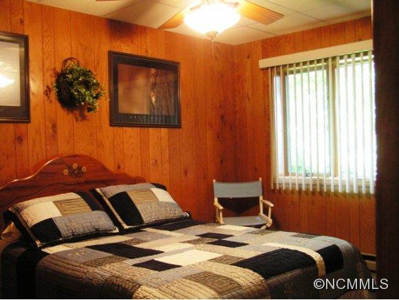 1199 Wildwood Dr, Burnsville NC 28714