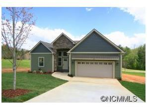 88 Triple Fairways Dr, Hendersonville, NC