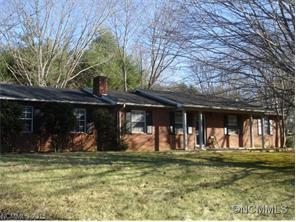 40 Acorn Dr, Hendersonville NC 28792