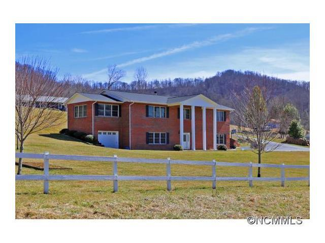 530 Smathers Cove Rd, Canton, NC