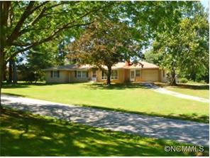 412 Whispering Hills Dr, Hendersonville NC 28792