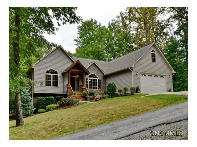 565 Sweetwater Dr, Canton, NC