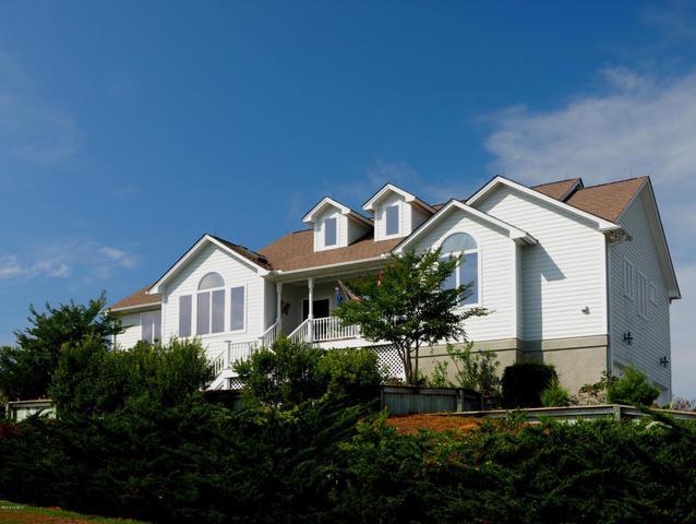 105 Tradewinds Dr, Emerald Isle, NC 28594