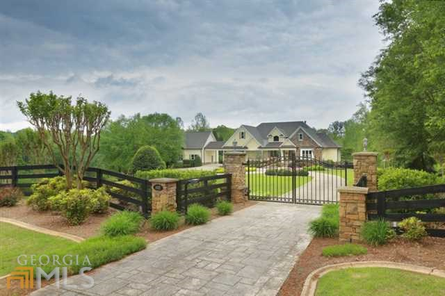 102 White Oaks Ln, Canton, GA