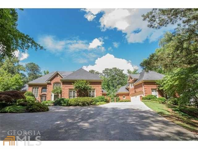 1035 Stonegate Ct, Roswell, GA