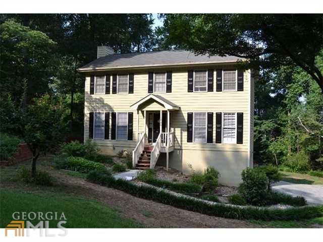 1725 Rambling Woods Dr, Lawrenceville, GA