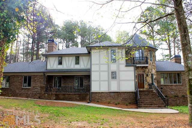 495 Emerald Lake Dr, Fayetteville, GA