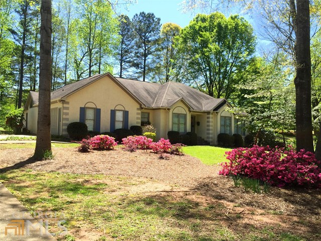 422 White Oak Dr, Newnan, GA