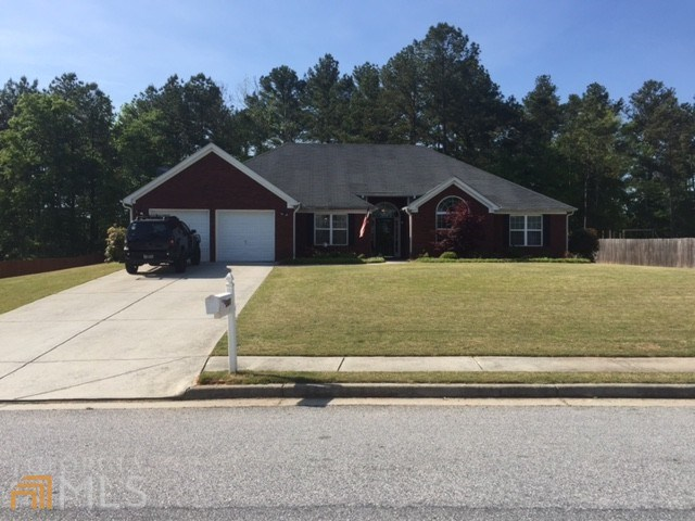561 Taylor Dr, Loganville, GA