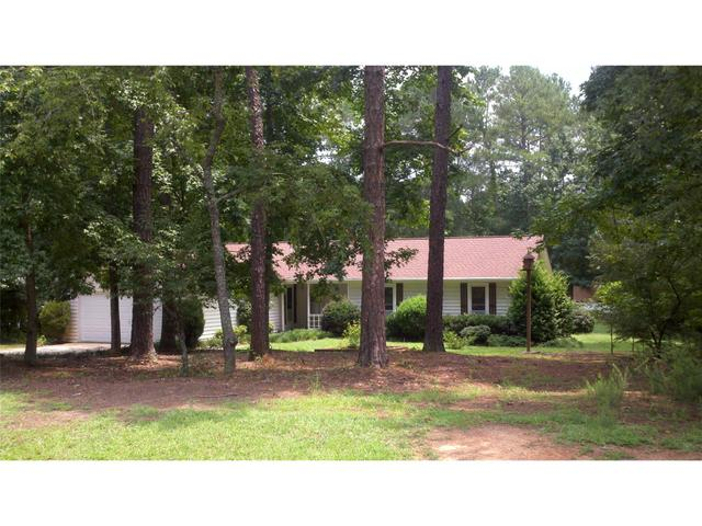 175 Country Squire Dr, Fayetteville, GA