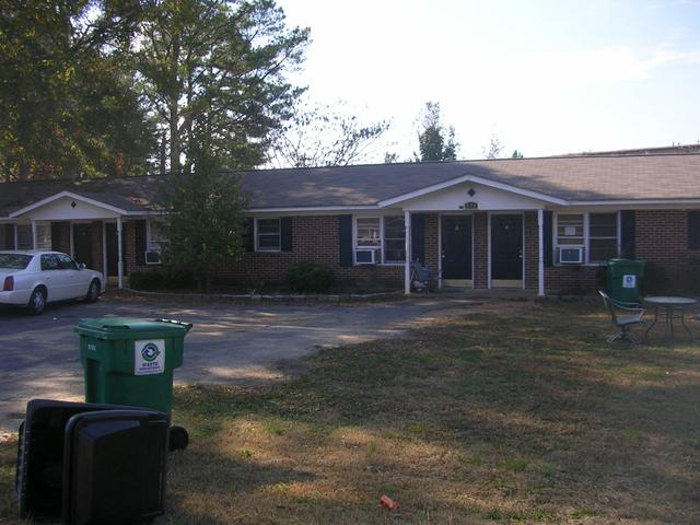 221 Greenbriar Dr, Cedartown, GA 30125