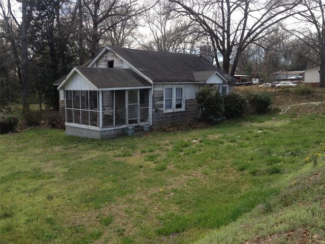 104 W May St, Winder, GA 30680