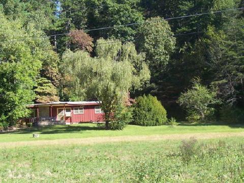 425 Acorn Creek Rd, Clayton, GA 30525