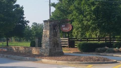 401 Fox Valley Dr, Monroe, GA 30656